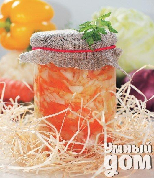 Лучший источник витаминов - капуста. Быстрый рецепт капусты провансаль - хрустящий, ароматный, сочный гарнир! Капуста белокочанная 1- 1,5 кг, уксус 6% 70 мл, вода 2 стакана, масло растительное 100 мл, сахар 100 г, морковь 2 шт., перец черный горошек 6-7 шт., чеснок 2-3 зубчика, гвоздика 3-4 шт., соль 1 ст. л., лавровый лист 2 шт., яблоки, виноград - по вкусу. 1. Кочан капусты нашинковать. 2. Морковь натереть на крупной терке. 4. Все соединить и перемешать. Капусту хорошенько помять руками. 5.…