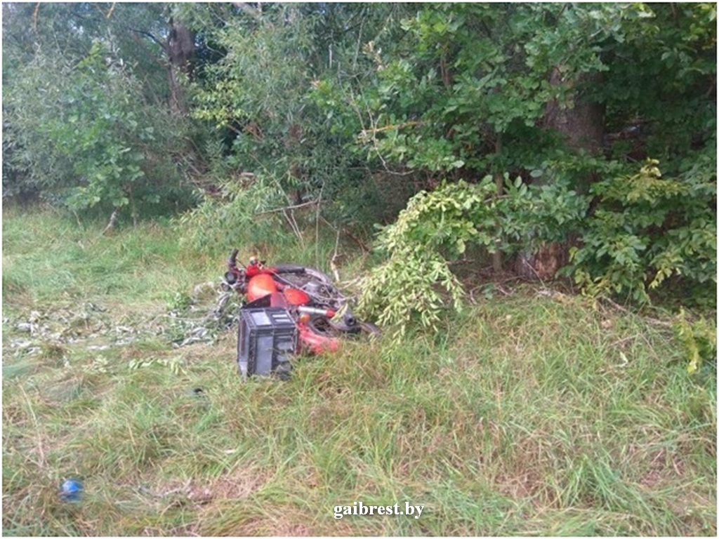 Барановичском район: в ДТП пострадал водитель мотоцикла и пассажир