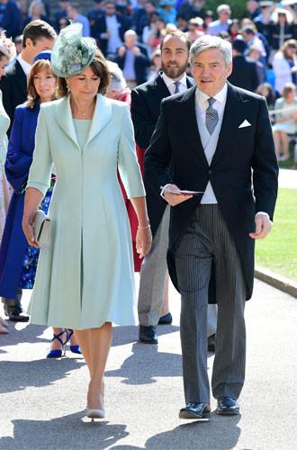 Гардероб Кэрол Миддлтон: как одевается мама герцогини Кембриджской Стиль герцогини Кембриджской сформировался не без помощи ее главного примера для подражания мамы Кэрол Миддлтон. В деталях