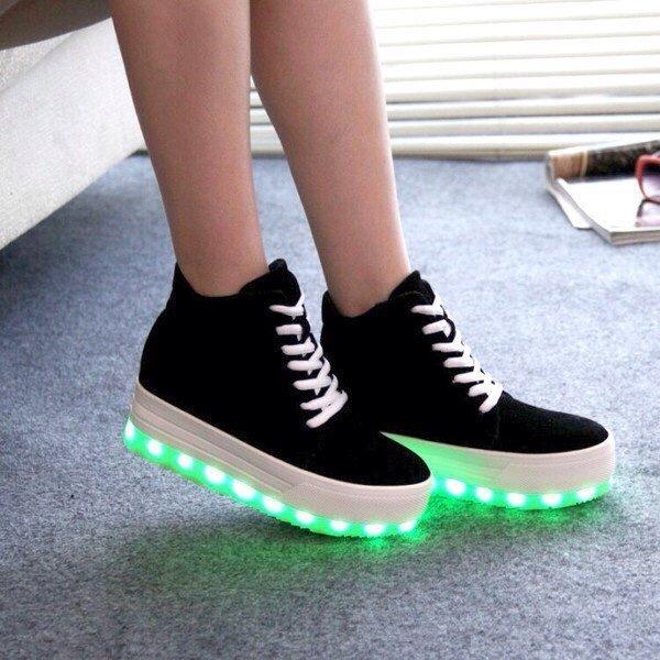 Красивые и модные кроссовки