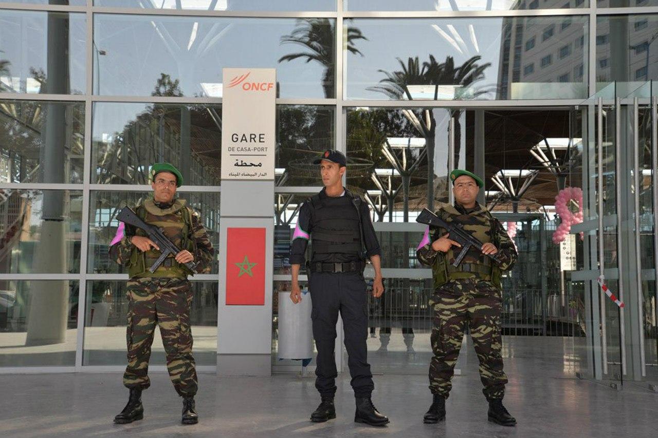 Photos de nos soldats et des Bases Marocaines - Page 2 1kYJiM6KZgw