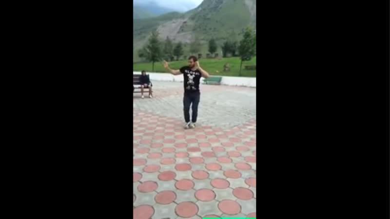 Кавказский парень станцевал танец живота и стал звездой Интернета