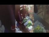 Момент кражи денег из киоска по продаже цветов