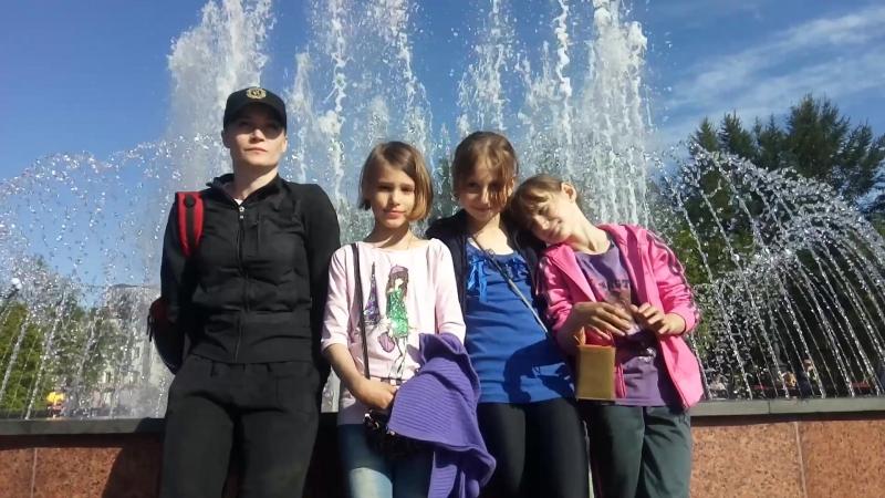 Тэнгу Про у светодиодного фонтана с якорем в центральном сквере города Мурманска vk.comoyama_mas