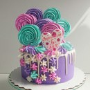 Яркий тортик для маленькой принцессы!внутри сникерс.