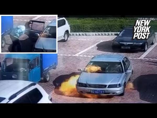 Отчаянный парень попытался потушить пылающий автомобиль оригинальным образом В Китае несколько молодых людей садятся в авто, которое сразу же загорается. То, что произошло дальше – удивляет. Один из мужчин решил потушить авто в данной ситуации нетривиал