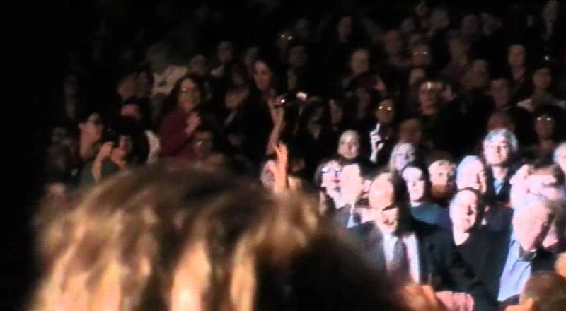 Елена Ваенга среди зрителей Нью-Йорка 18.11.2011
