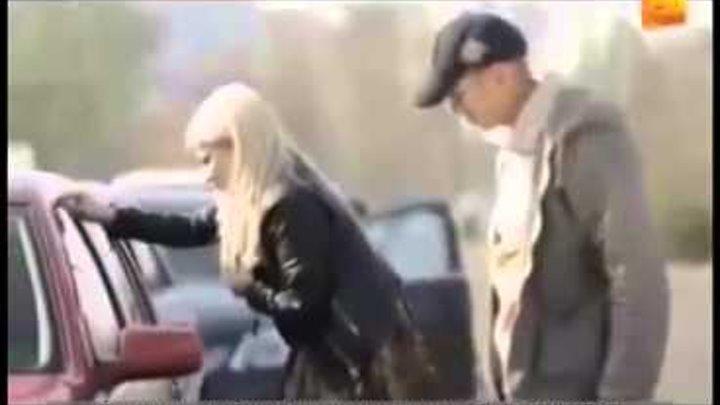Прикол с блондинкой! Ржака Закрыла машину 1