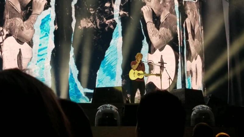 Тур   Эд Ширан исполняет песни «Dont» и «New Man» на стадионе «Busch Stadium», Сент-Луис, США   6 сентября 2018