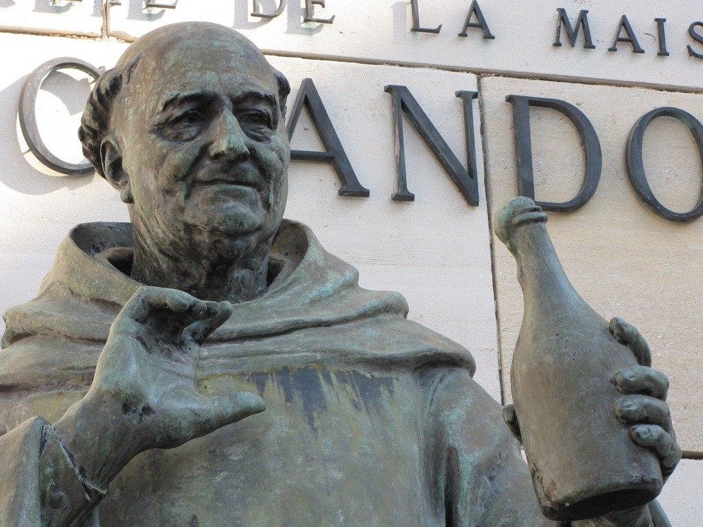 Памятник изобретателю Шампанского