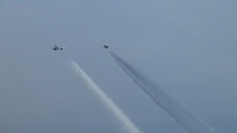 Стратегические ракетоносцы Ту-160 выполнили полет над акваторией Баренцева, Норвежского и Северного морей