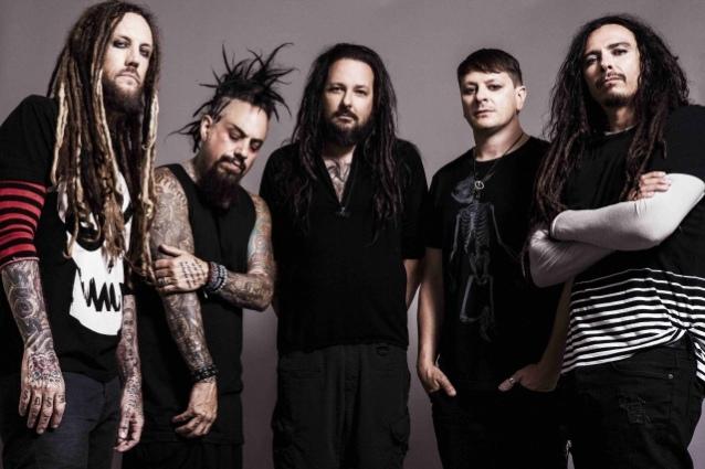 """Гитарист Korn обещает """"пару сюрпризов"""" на новом альбоме: """"Это то, чего мы обычно не делаем"""""""