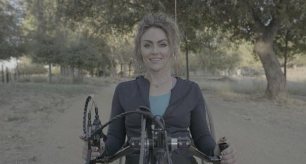 жительнице калифорнии, тифани адамс, было 17 лет, когда пьяный водитель врезался в авто, в котором она ехала домой с друзьями после вейкбординга. тиффани, как оба водителя и пассажир, были