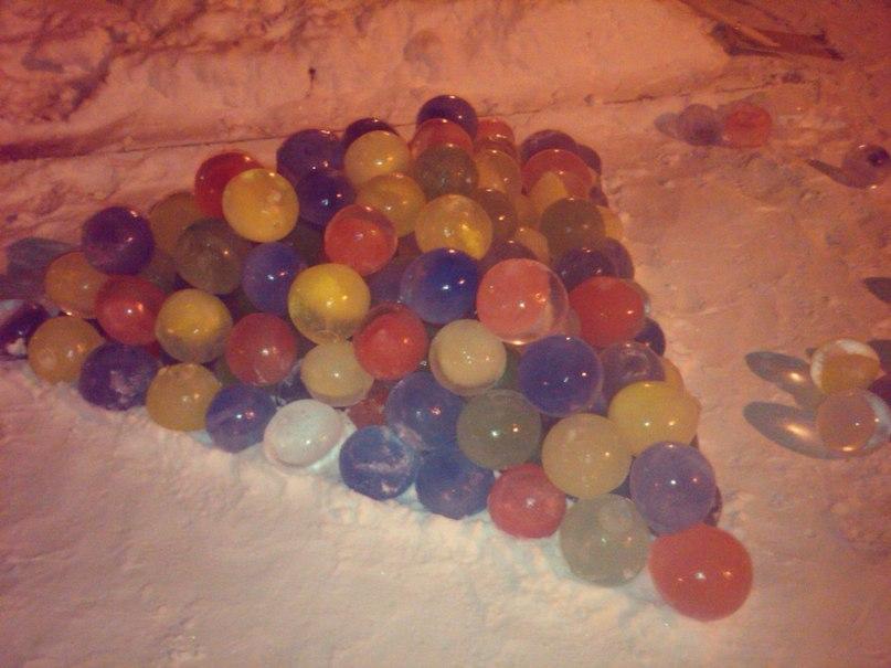 Картинки по запросу цветные шары из льда