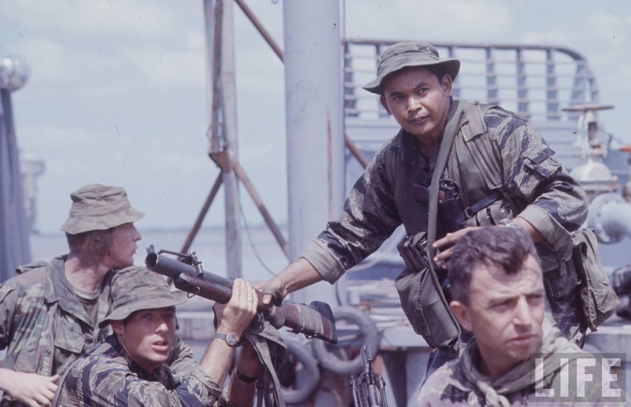 guerre du vietnam - Page 2 JzrQyR_CfRw