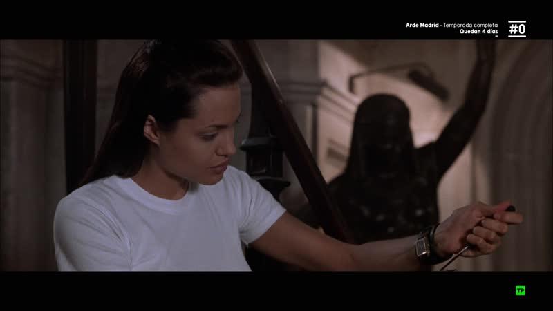 Lara Croft Tomb Raider (2001) sexy escene angelina jolie 07