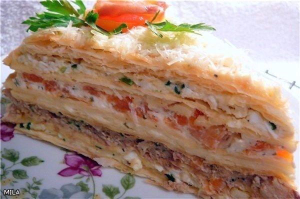 Пирог с плавлеными сырками, яйцами и колбаской Ингридиенты: Для