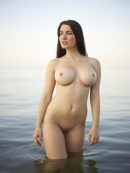 Смотреть фото голых девушек грудной сбор