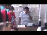 DJ Naebator умеет грать без подключения питания