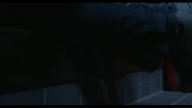 Каяко спускается с лестницы. сцены из серий Проклятья