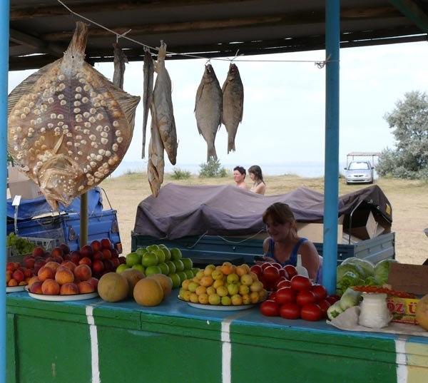 Рынок у пляжа в селе Новоотрадное, Керченский полуостров, Азовское море