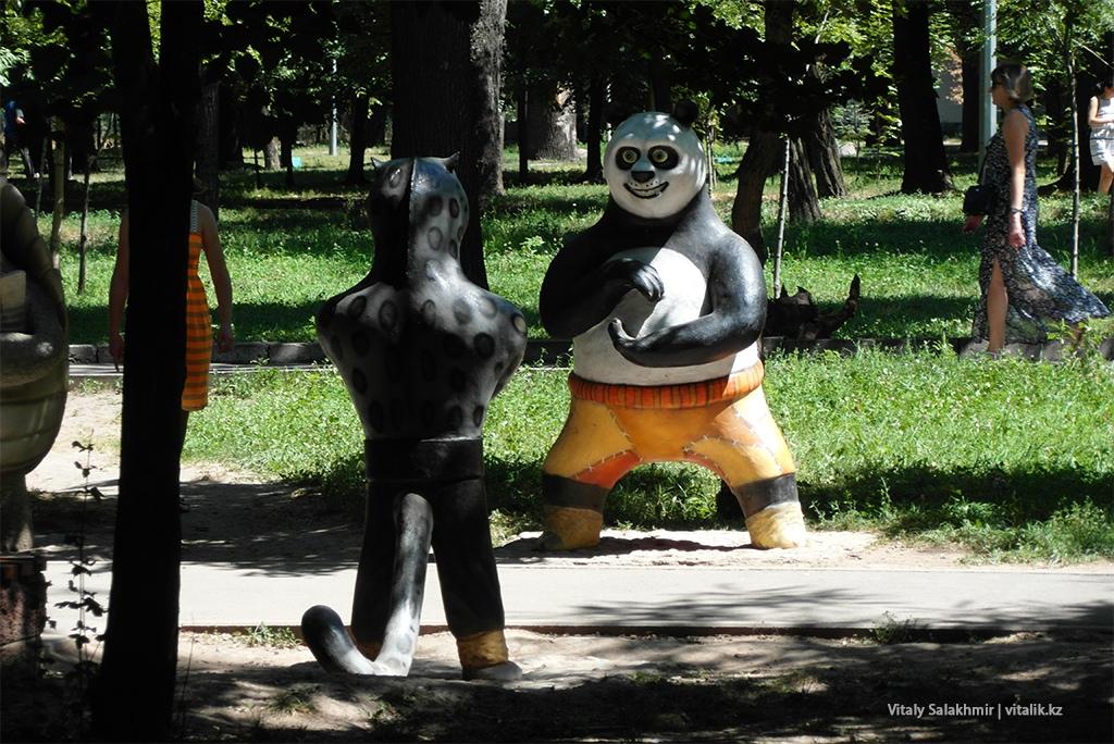 Скульптура Кунг-фу Панда, Центральный Парк Горького Алматы 2018