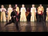 Волжский Русский хор  и русские костюмы  наложили  на  хасидские  телодвижения и подергивания.