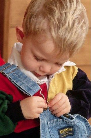 ✨ КАК ВОСПИТАТЬ САМОСТОЯТЕЛЬНОГО РЕБЕНКА • Позволять ребенку принимать собственные решения в рамках его возможностей нести за них ответственность. Самостоятельность требует формирования внутренней дисциплины и развития чувства ответственности. • Предлагать ребенку такое занятие по возрасту, в котором он cможет достичь хотя бы каких-то успехов без вашей помощи. • Постепенно расширять сферы и виды деятельности, в которых ребенок может достигать чего-то самостоятельно. • Если у ребенка что-то не…