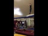Гимнасты отжигают на тренировке