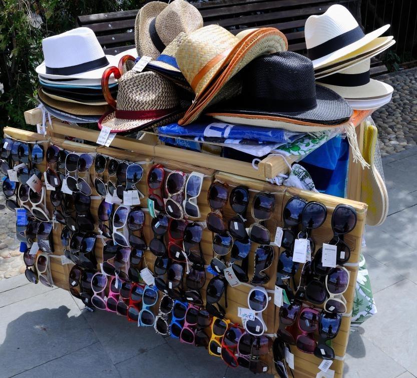 Панамские шляпы продаются в тропических районах.