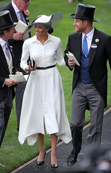 Кейт Миддлтон впервыерешила посетитькоролевские скачки Royal Ascot лишь спустя 5 лет после свадьбы с принцем Уильямом, а Меган Маркл приняла приглашение ровно через месяц после церемонии с принцем Гарри.