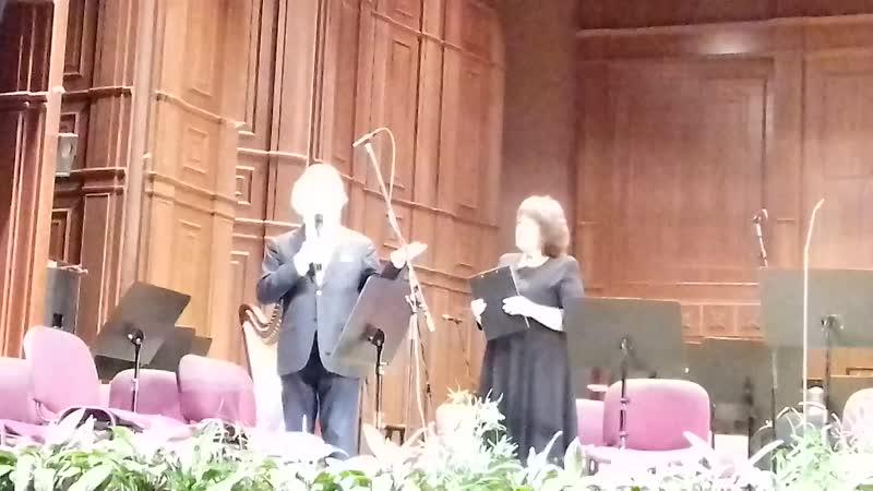 Йозеф Хаазен играет на корильоне чудесную композицию