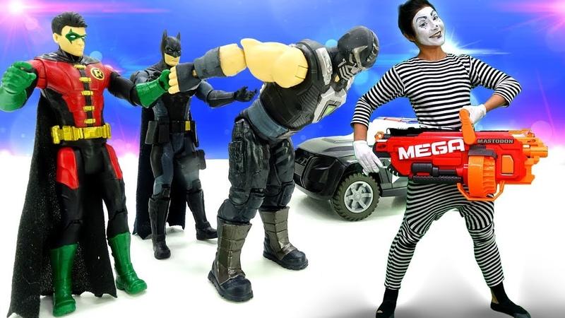 Бэтмен и Робин тренируют клоуна. Видео для детей.