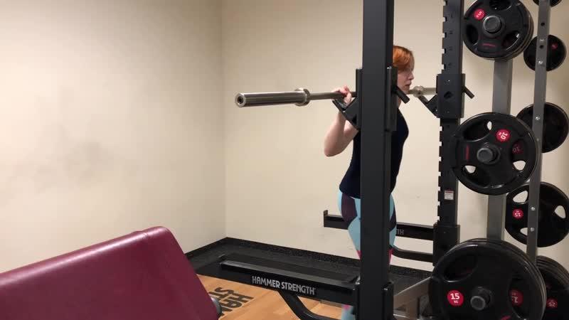 Безопасный фитнес ( приседания со штангой на плечах)