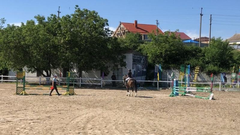 Соревнования в Бахчисарае по Конкуру.Анастасия выступила на лошаде по кличке Белград,непосрамила честь города Ялты!Респект!