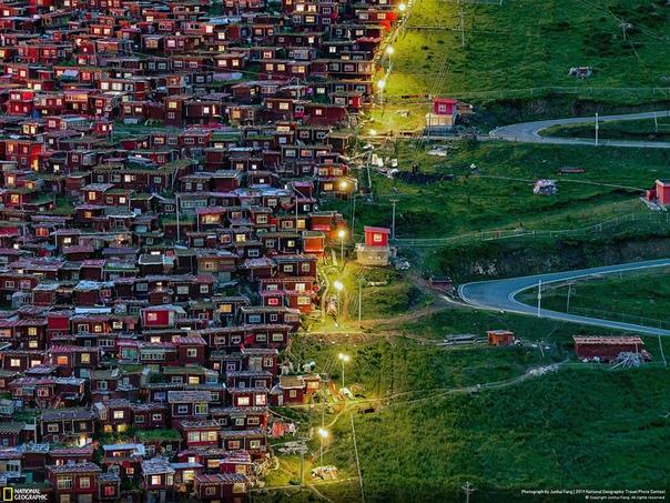 «Иди на свет» (Буддийская академия Ларунг Гар, Тибет)