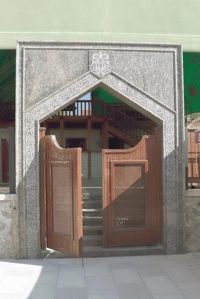 Красивые ворота́