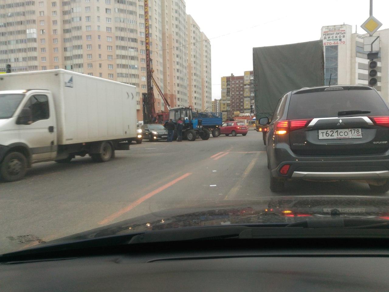 В Московском районе произошло ДТП с трактором