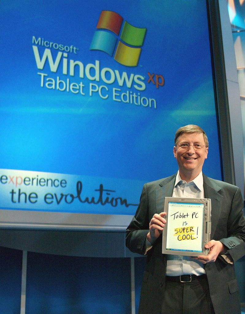 Билл Гейтс представляет планшетный компьютер в 2002 году
