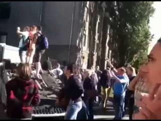 Нападение вандалов на посольство России в Киеве. Часть 3