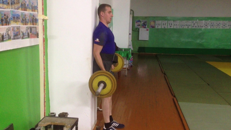 Знаменсков. подъем на бицепс 50 кг. с- вес 77 кг