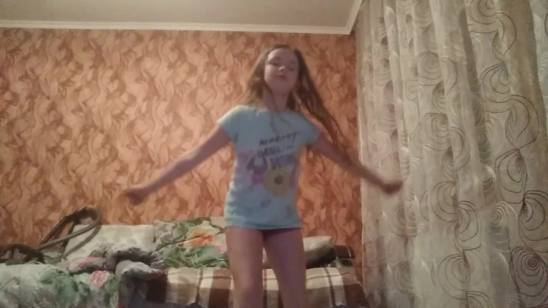 Классные танцы. Я танцую дома.