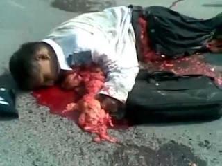 мотоциклист разбился, вынесло внутренности а сердце бьется.( мото аварии, дтп с авто)