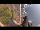НЕ ДЛЯ СЛАБОНЕРВНЫХ ! Экстремал Ryan Paul Robinson босиком прошёл по канату, над пропастью Высота  составляет около 32 метров.