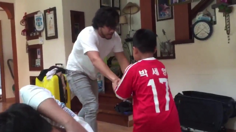 MaRKipLiEr BRuTaLlY aTtAcKEd by smOL CHiLd