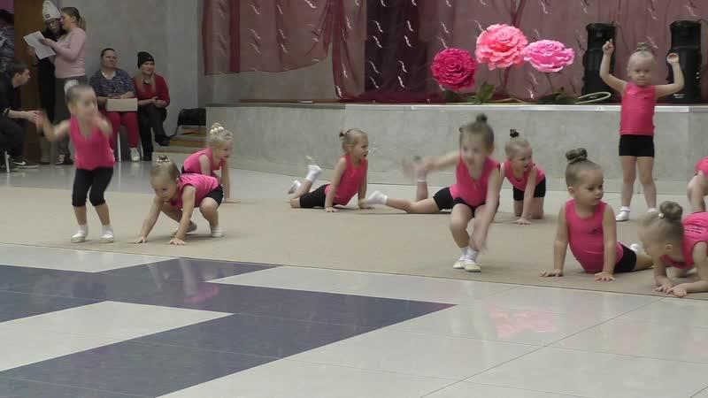 Студия гимнастики Фиеста. Анюта. Первое показательное выступление