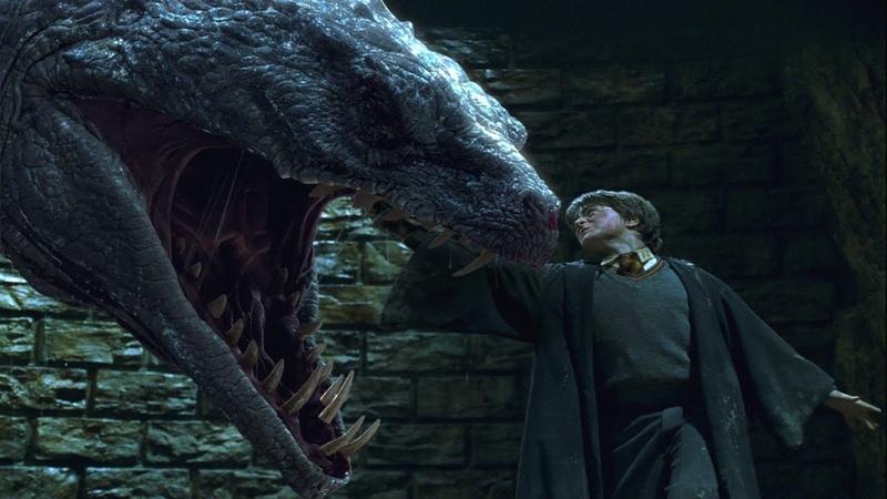 Гарри Поттер сражается с василиском и уничтожает первый крестраж Волан-де-Морта