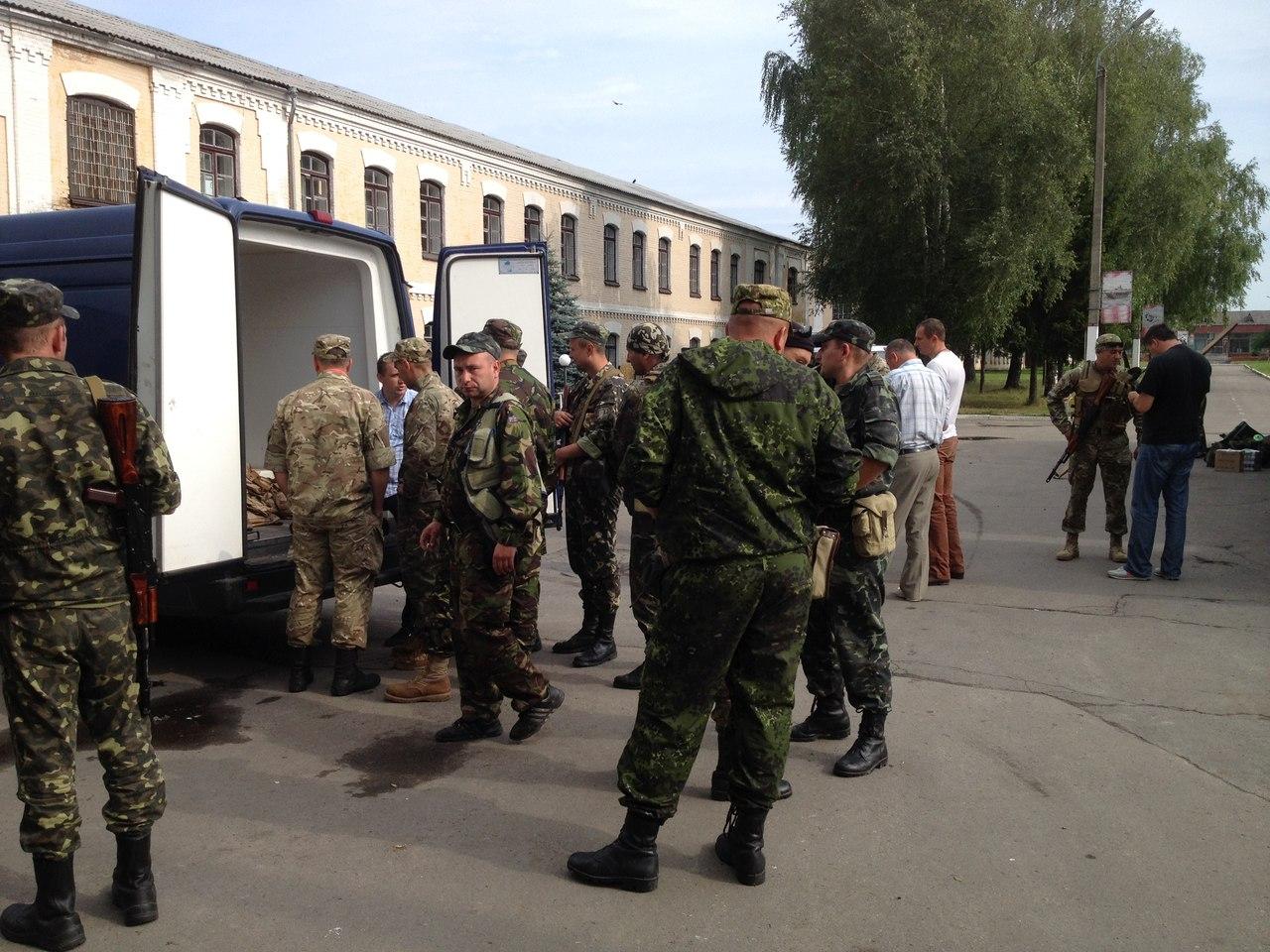 Самооборонівці віддали першому батальйону тероборони Волині амуніції на 100 тисяч гривень [відео]