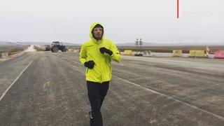 """Крыминформ on Instagram: """"Успели немного пообщаться с марафонцем Алексеем Рудевичем. Он бежит по новой трассе «Таврида». Пока все идёт в штатном ре..."""