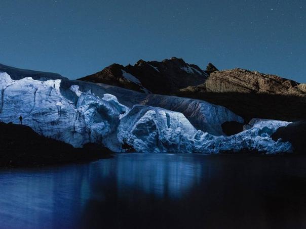 Фотограф Рубен Ву снимает необыкновенные пейзажи, многие из которых больше похожи на внеземные и инопланетные. Все дело в том, что он использует дроны для подсветки природных образований: будь